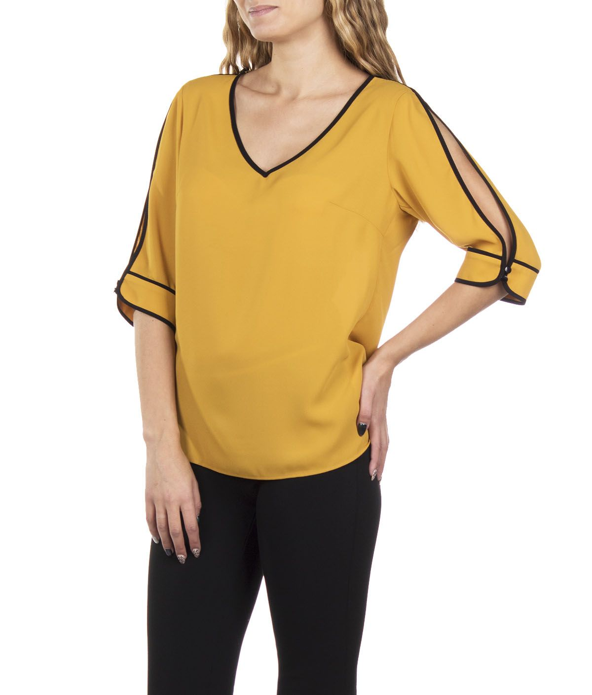 BLOUSE WITH ¾ SLEEVES V NECKLINE AND BLACK PIPPING 2
