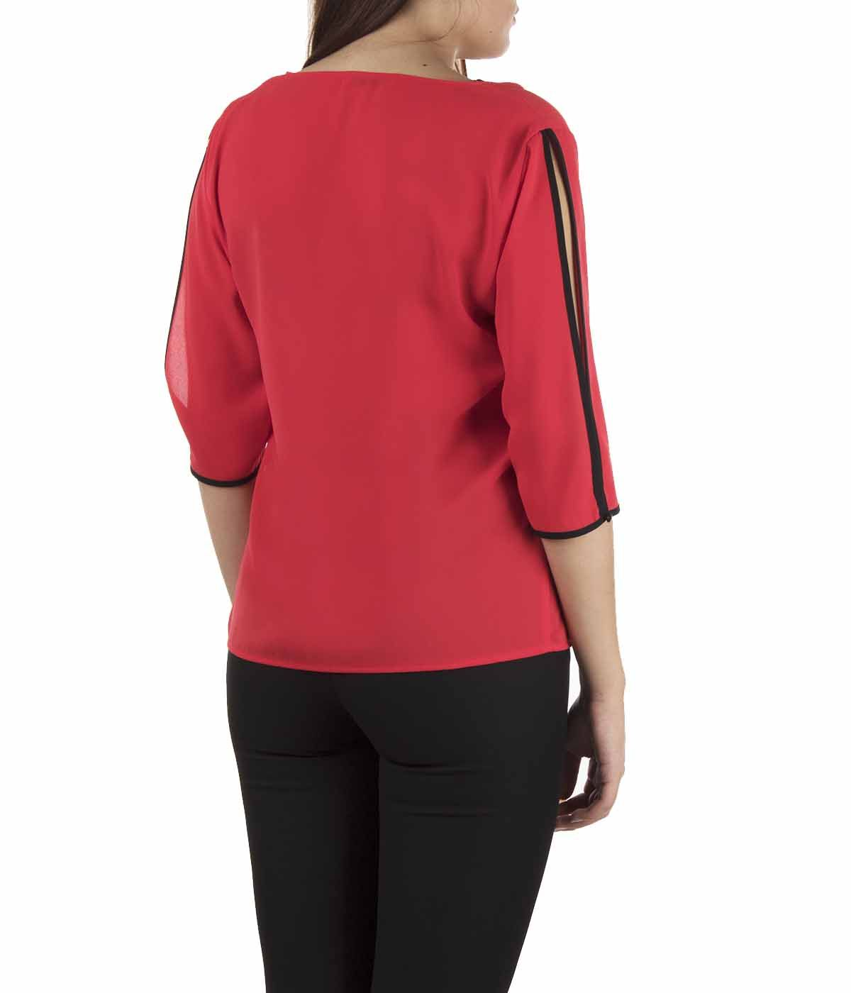 V-neck blouse with 3/4 sleeves  3