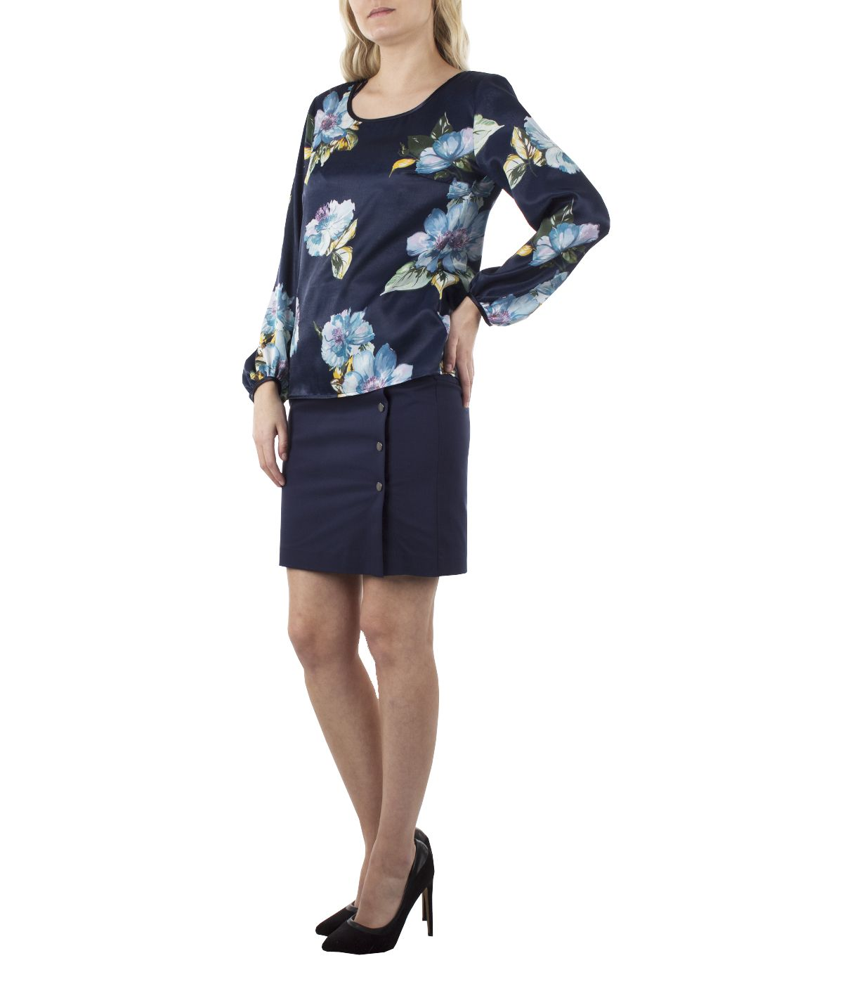 Long-sleeved round neck blouse with flowers print  1