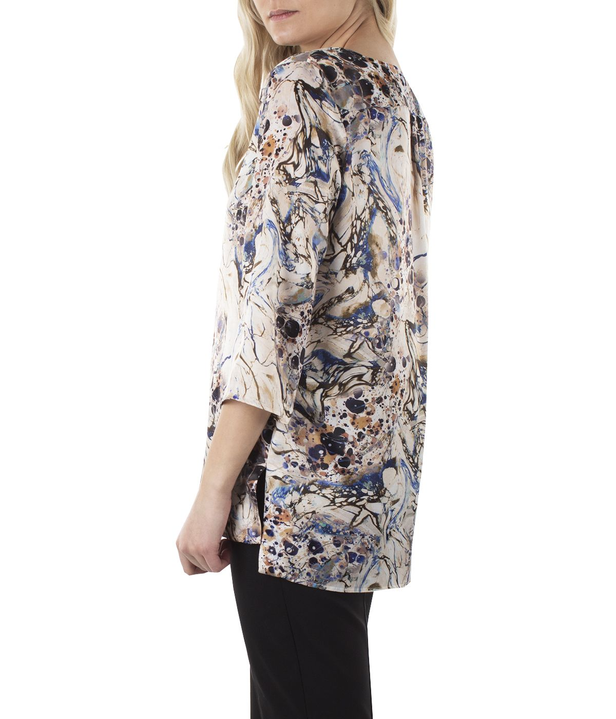 Blouse with 3/4 sleeves, box-pleat and abstract print  3