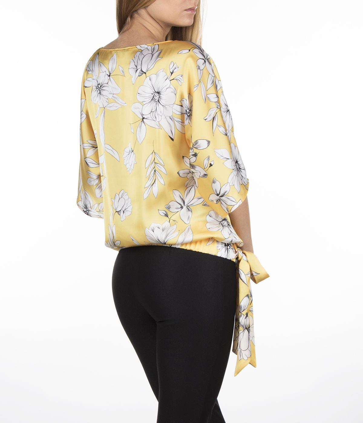 Short-sleeved blouse with tie-hem finish and flowers print 3